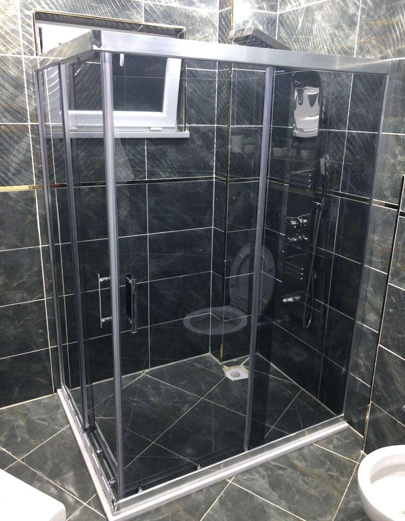 Sivas Zemin Üzeri Kare Füme Cam Duş Kabin Uygulaması